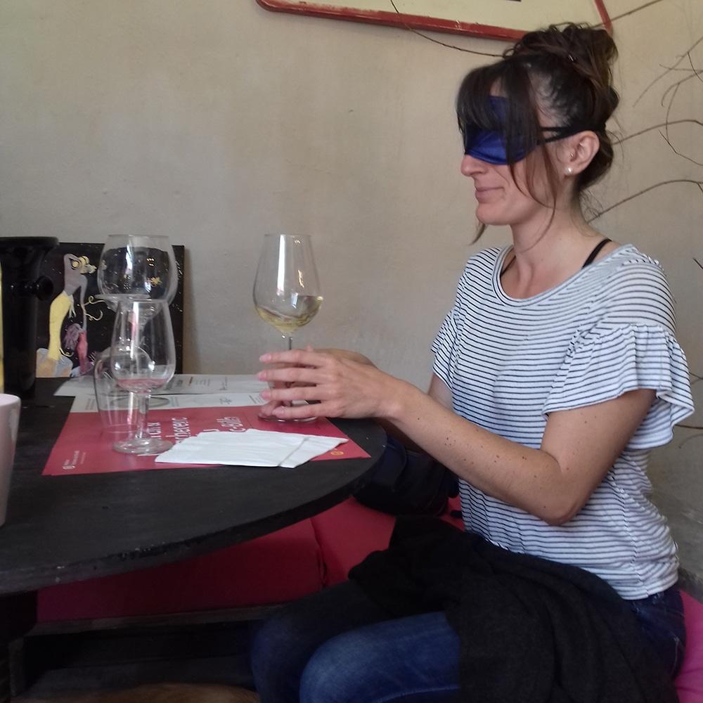 Dégustation Les yeux bandés - installation - Chez Madiran
